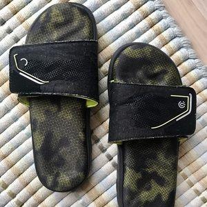 Champion Target Boys Flip Flops  6 Black Slides
